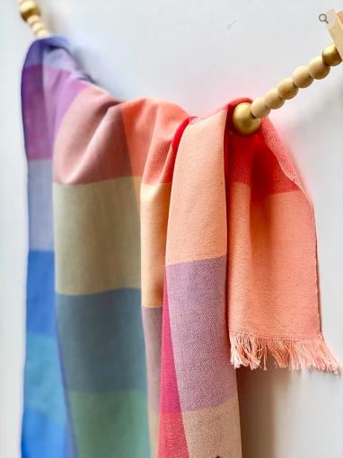 Screenshot_2019-12-07 GuaTela Towel - Rainbow Squares mozaique